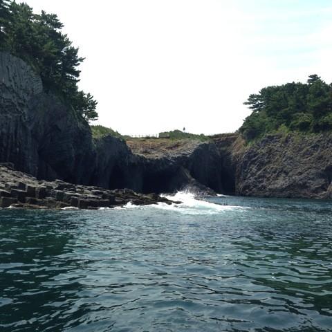 佐賀県唐津市にある天然記念物「七ツ釜」観光は遊覧船で!