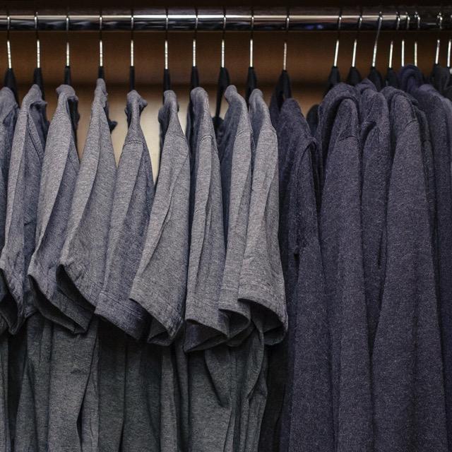 【ノームコアとは?】佐藤オオキやジョブズにザッカーバーグ。成功者は同じ服